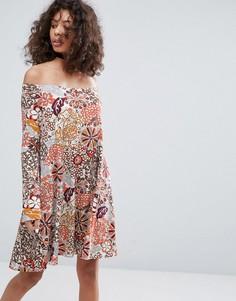 Свободное платье с принтом Glamorous - Кремовый