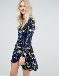 Платье с запахом и цветочным принтом Liquorish - Темно-синий