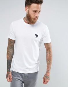 Белая футболка узкого кроя с круглым вырезом и крупным логотипом Abercrombie & Fitch - Белый