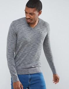Серый меланжевый джемпер с V-образным вырезом и логотипом Hollister - Серый