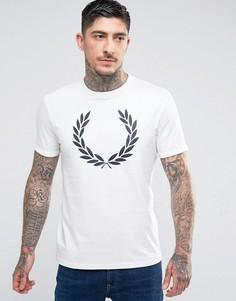 Белая футболка слим с принтом лаврового венка Fred Perry - Белый