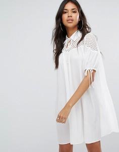 Свободное платье с воротом на завязке и плиссировкой Boohoo - Белый