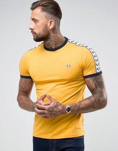 Футболка узкого кроя с лентой на рукавах Fred Perry Sports Authentic - Желтый