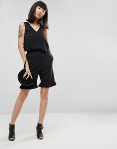 Удлиненные креповые шорты с оборкой ASOS - Черный