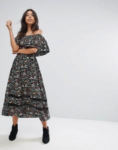 Платье миди с принтом и открытыми плечами PrettyLittleThing - Черный