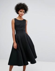 Приталенное платье миди со свободной юбкой Chi Chi London - Черный
