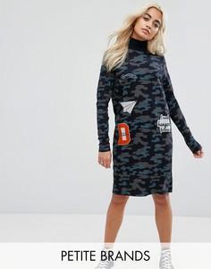 Платье с камуфляжным принтом и нашивками Noisy May Petite - Темно-синий