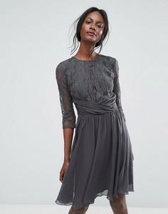 Кружевное платье миди с рукавами 3/4 Elise Ryan - Серый