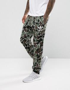 Зеленые джоггеры с камуфляжным принтом adidas Originals BS4650 - Зеленый