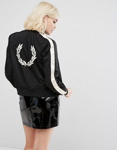 Куртка с контрастной отделкой на рукавах и вышивкой Fred Perry - Черный
