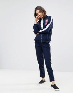 Спортивный костюм с цветочной вышивкой QED London - Темно-синий