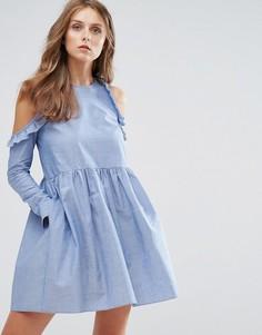 Свободное платье из шамбре с открытыми плечами и оборками Nobodys Child - Синий