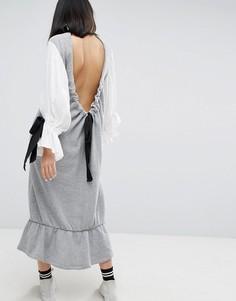 Трикотажное платье с контрастными пышными рукавами и открытой спиной ASOS WHITE - Серый