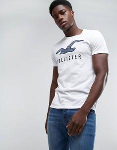 Белая футболка узкого кроя с круглым вырезом и камуфляжным принтом Hollister - Белый