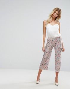 Плиссированные укороченные брюки с цветочным принтом New Look - Розовый