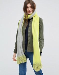 Длинный супермягкий вязаный шарф в стиле колор блок с кисточками ASOS - Желтый