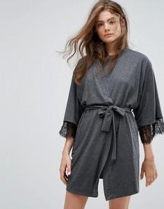 Трикотажный халат с кружевной отделкой New Look - Серый
