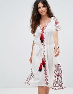 Пляжное платье с вышивкой и кисточками Liquorish - Белый