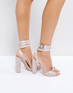 Атласные босоножки на каблуке с тропическим принтом Pubic Desire - Бежевый