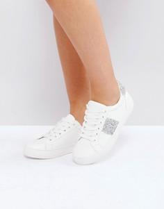 Кроссовки на шнуровке с декоративной отделкой New Look - Белый