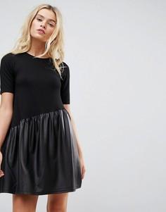 Свободное платье мини с асимметричной полиуретановой вставкой ASOS - Черный