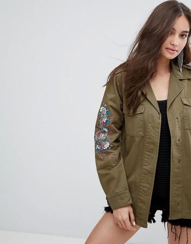 Куртка в стиле милитари с вышитым драконом на рукаве Glamorous - Зеленый