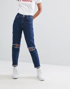 Джинсы в винтажном стиле с рваной отелкой PrettyLittleThing - Синий