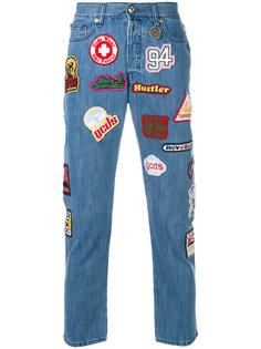 укороченные джинсы с заплатками Gcds