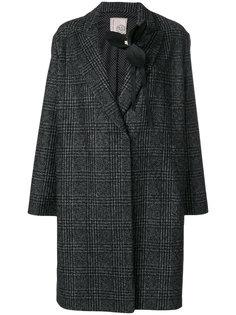 пальто в клетку с брошью Antonio Marras