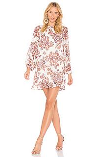 Обегающее сверху и плиссированное от пояса платье adelene - Line & Dot