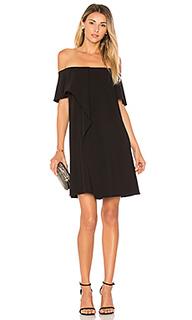 Платье с открытыми плечами и асимметричной драпировкой - Halston Heritage