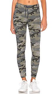 Узкие камуфляжные спортивные брюки - SUNDRY