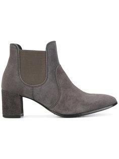 Xelo boots Pedro Garcia