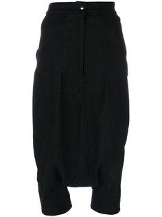 укороченные брюки с заниженным шаговым швом  Andrea Yaaqov