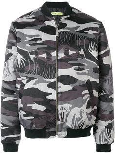 камуфляжная куртка-бомбер Versace Jeans