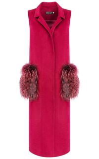 Бордовый жилет с отделкой натуральным мехом енота La Reine Blanche