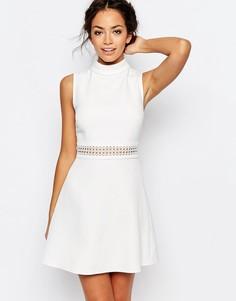 Короткое приталенное платье с отделкой кроше на талии New Look - Белый
