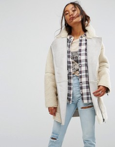 Байкерская куртка из искусственного меха ASOS Luxe - Кремовый