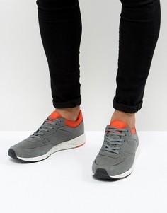 Серые кроссовки с неопреновыми манжетами и подошвой в крапинку ASOS - Серый