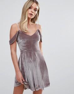 Короткое приталенное платье с драпированной отделкой на плечах Oh My Love - Розовый
