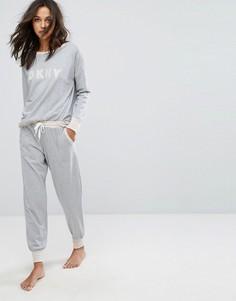 Пижамный комплект из лонгслива и джоггеров DKNY - Серый