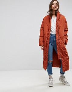 Длинная дутая куртка со съемными варежками ASOS - Красный
