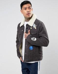 Серая вельветовая куртка в стиле вестерн с нашивками и меховым воротником ASOS - Серый