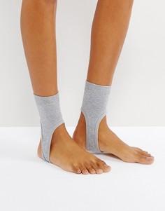 Блестящие носки со штрипками ASOS - Серебряный