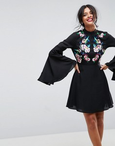 Платье мини с вышивкой и эффектными рукавами ASOS - Зеленый