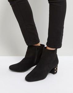 Ботинки на каблуке с отделкой заклепками Qupid - Черный