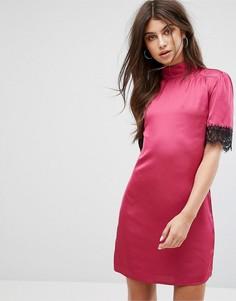 Облегающее атласное платье с высоким воротом и кружевной отделкой Fashion Union - Розовый