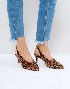 Туфли на каблуке-рюмочке с ремешком на пятке ASOS SWIFT - Бежевый