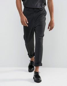 Суженные книзу темно-серые брюки с пряжками на поясе ASOS - Серый