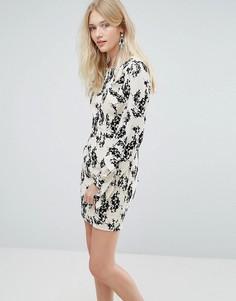 Платье с флоковым цветочным принтом и оборками на рукавах Liquorish - Кремовый
